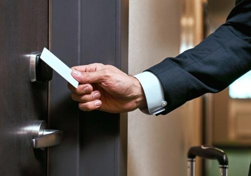 Как выбрать электронные замки для гостиницы и на что обращать внимание при выборе?